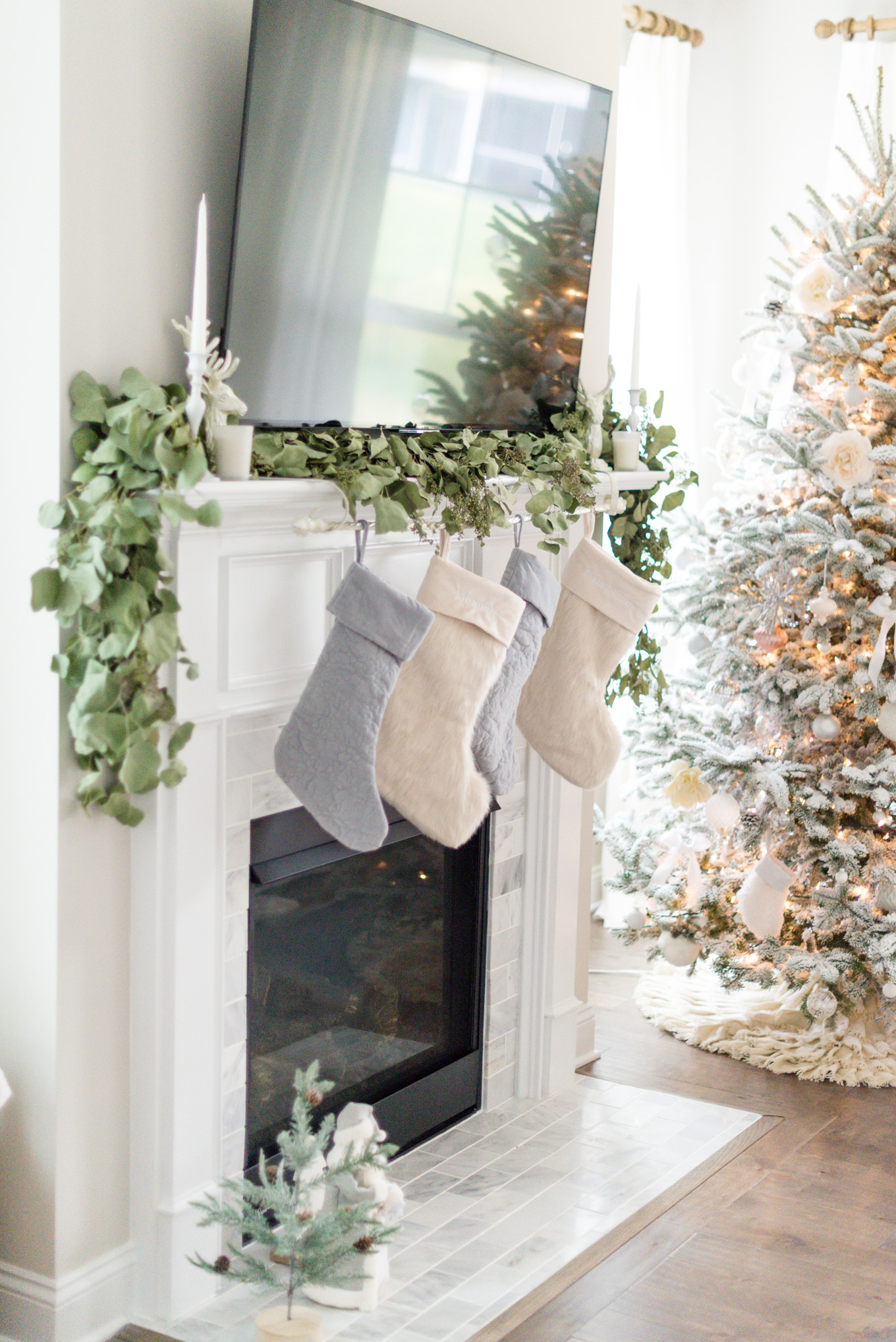 Holiday Design | Lifestyle Blogger Elle Bowes shares holiday home decor ideas.