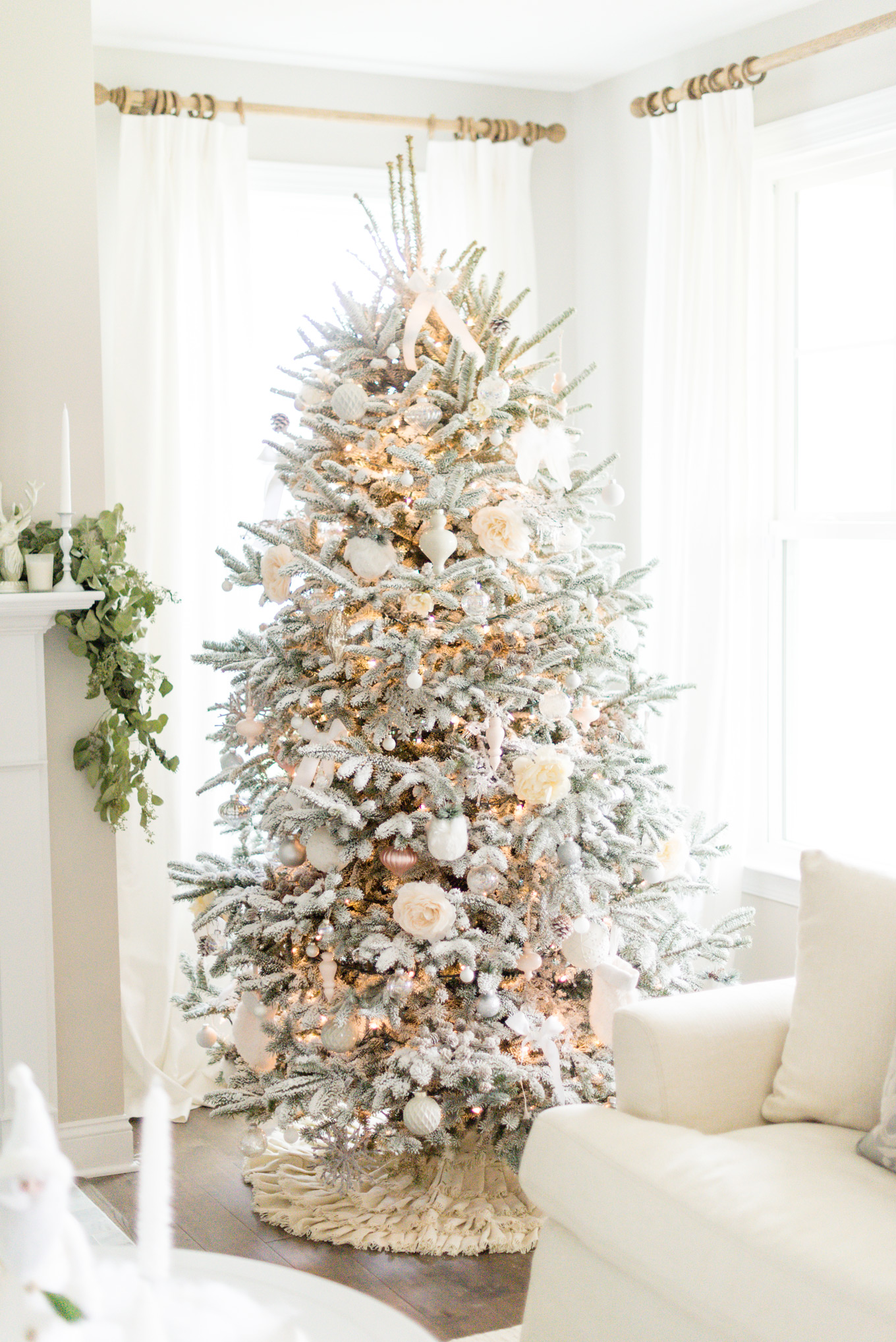 White christmas tree | Lifestyle Blogger Elle Bowes shares holiday home decor ideas.