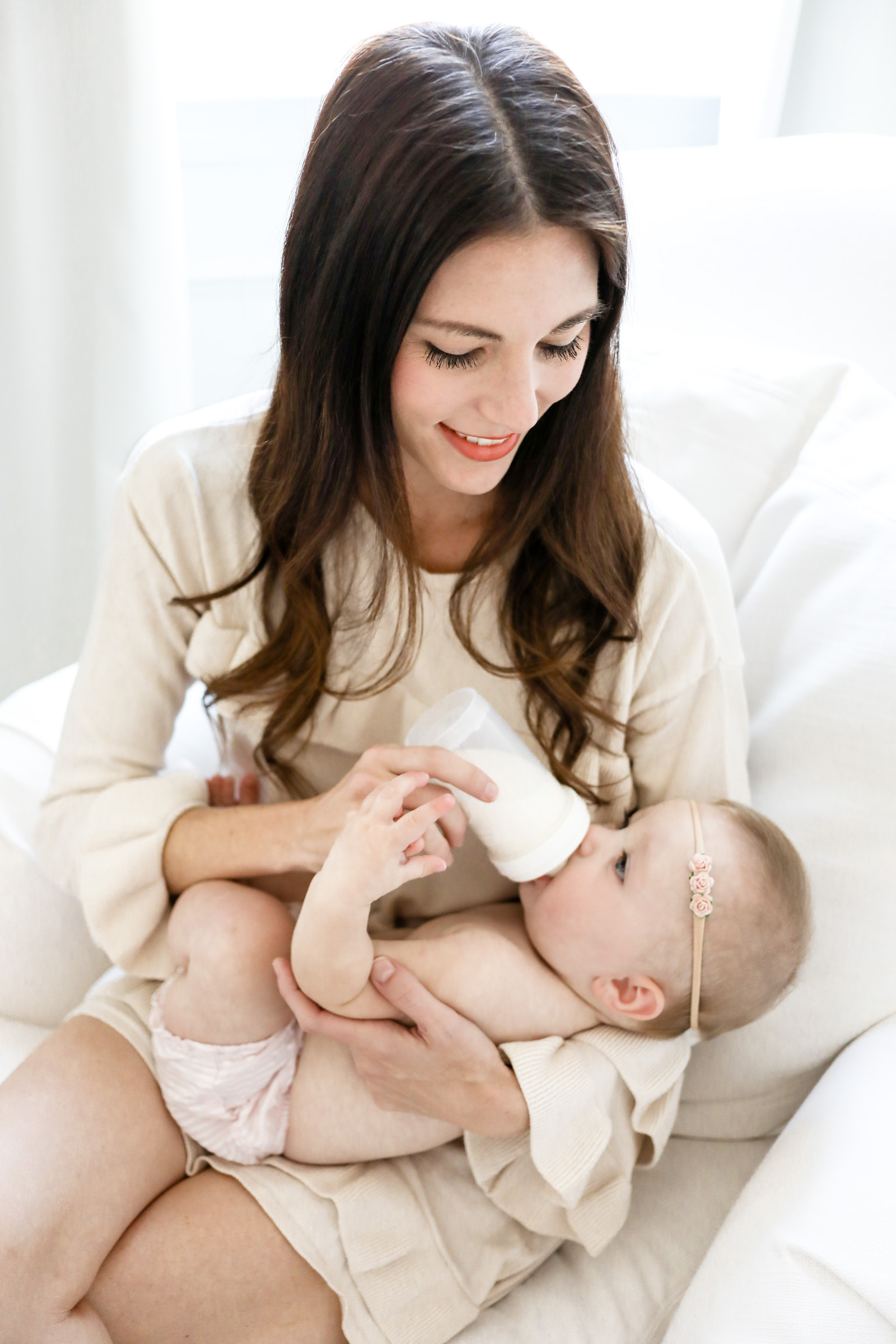 breast feeding versus bottle feeding Breastfeeding vs formula feeding in this article in this article  a big decision new moms must make for their little one's nutrition is breast vs formula  if you pull out a bottle of.