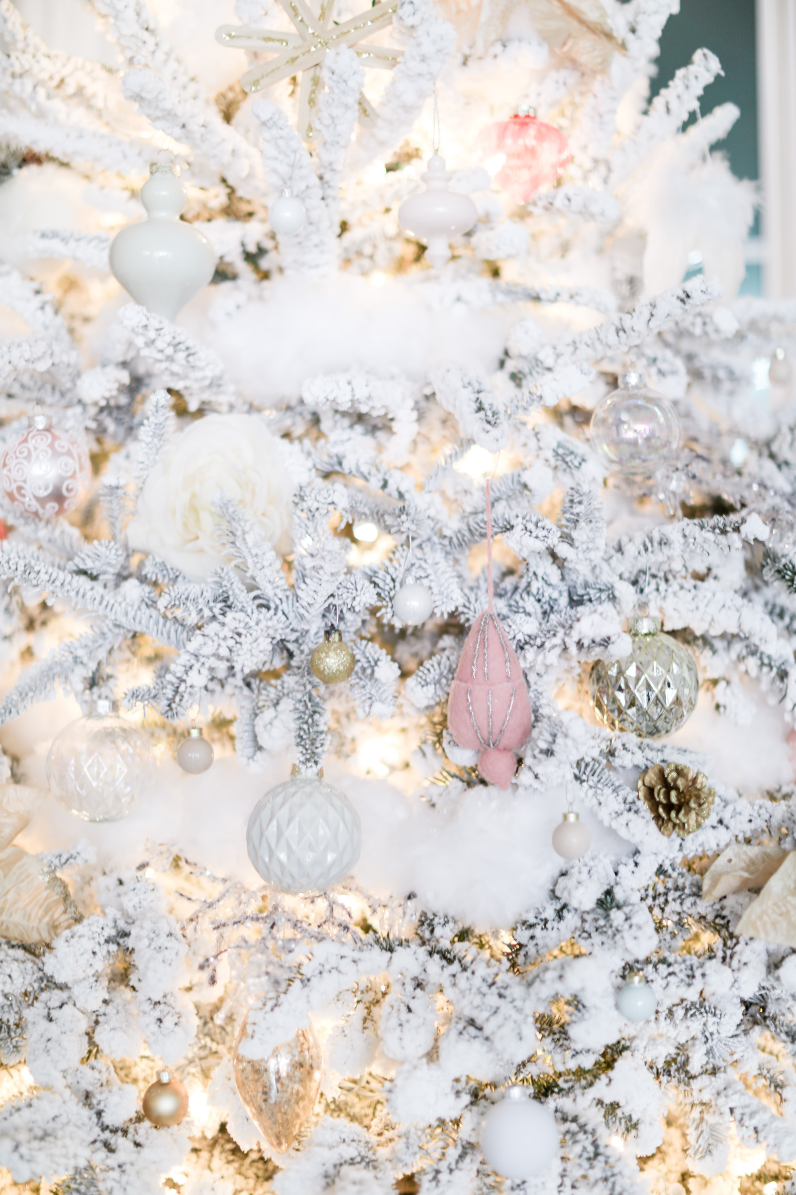 Christmas farmhouse decor | blush pink gold Christmas decor | elle bowes